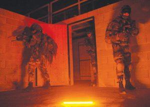 Inspection de zone suspecte avec baton lumineux Impact orange