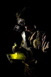 Stick lumineux Cyalume jaune 15cm utilisé pour lecture de carte