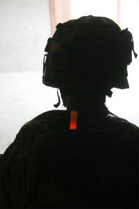 marquage militaire avec baton Chemlight rouge
