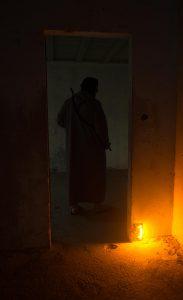 Fil piege eclairant avec baton orange ultra haute intensité dans bâtiment
