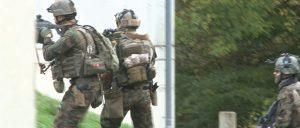 groupe de soldat avec patch d'identification sur casques