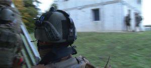 patch d'identification sur casque de soldat