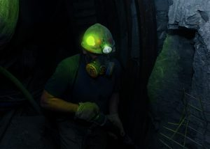 Marquage lumineux de casque pour personnel travaillant dans les mines