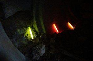 Marquage lumineux au sol par pompiers pour progression dans cavité en Sauvetage Déblaiement