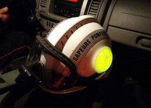 Marquage lumineux sur casques de sauveteurs en sécurite civile avec marqueur Lightshape jaune