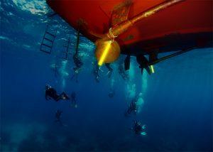 Marquage de coque de bateau pour travaux de maintenance en plongée professionnelle