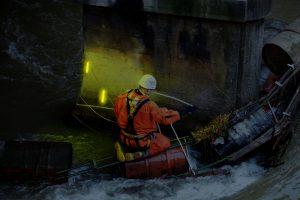 Sauvetage par pompiers lors de crues, inondations