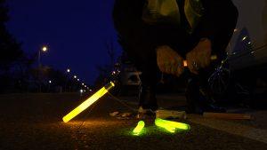 Activation de bâtons lumineux Cyalume en sécurité routière