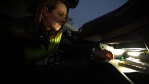 Bâton lumineux dans kit de secours à conserver dans boite à gants du véhicule