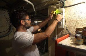 Éclairage autonome sans pile pour rallumer un disjoncteur électrique