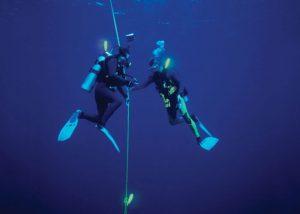 marquage du fil d'ariane en plongée sous-marine