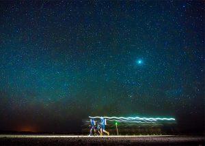 Étape longue de nuit concurrents marathon des sables