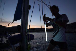 Repérage d'un bateau au mouillage de nuit