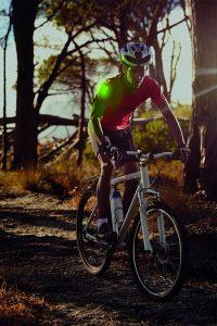 patch lumineux sur epaule cycliste pour identifiation