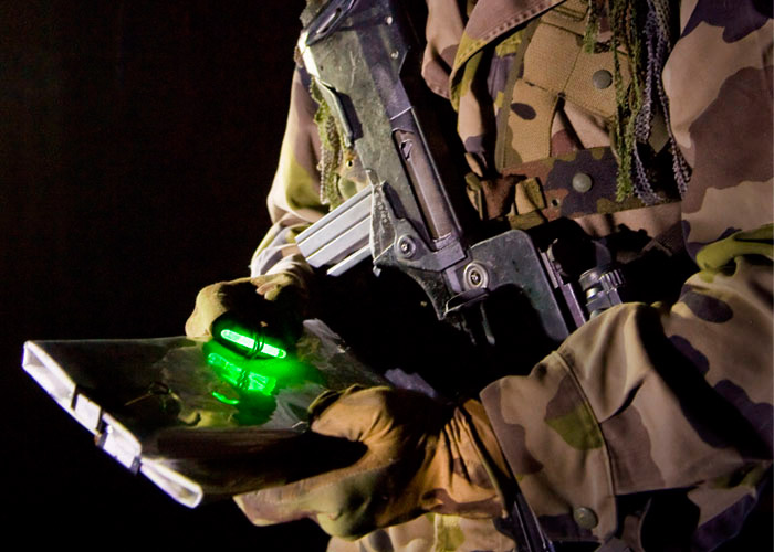 Mini Cyalume light stick to read maps from military forces