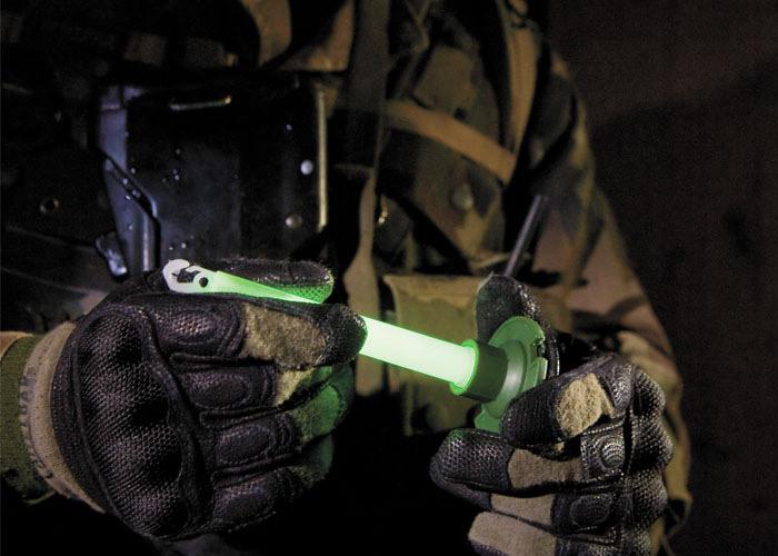 batons lumineux cyalume chemlight pour entrainement militaire