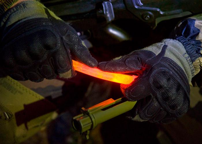 écran kaki directionnel avec bâton lumineux ultra haute intensité orange