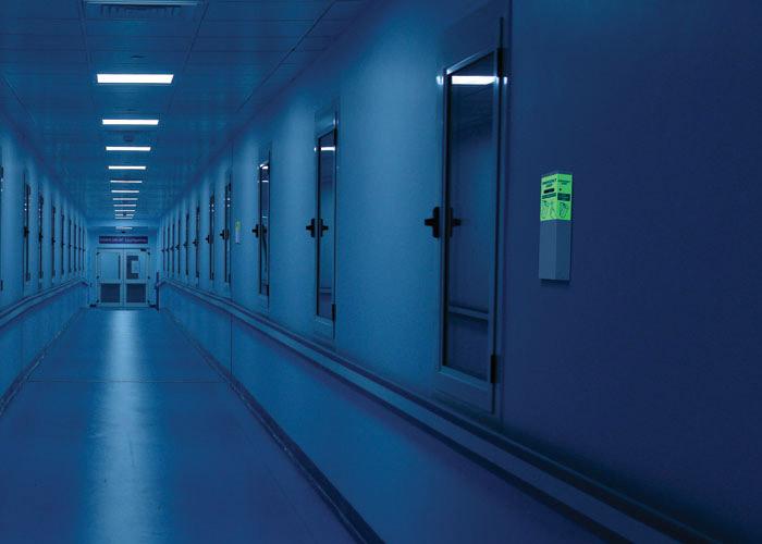 Lumière instantanée pour évacuation dans les couloirs