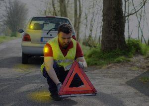 Patch lumineux Visipad pour marquer un homme lors d'une panne automobile en bord de route