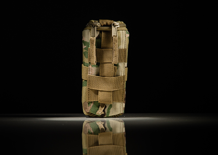 Cyalume pouch with MOLLE fastener